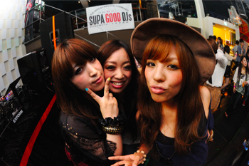 110702 POP LOUNGE SNAP_003(b)