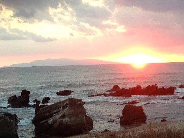 大島と夕日