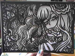 切り絵完成!ふわふわ髪の女の子の画になりました。