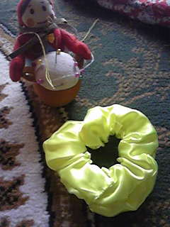 旦那作・ちいさめシュシュ。余り布で作りました。