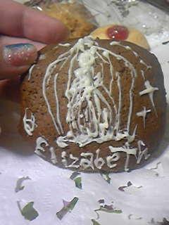 嫁画・チョコペンを持て余したのでココアクッキーに落書きした。