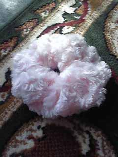 薔薇ボア生地でシュシュを作ってみた。
