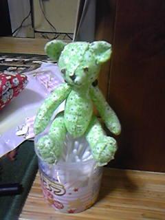 おとうさんクマ。色違いで柄は同じです。