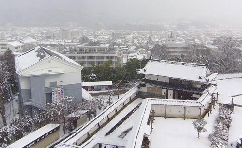 雪の白石城17眺望大手門街中