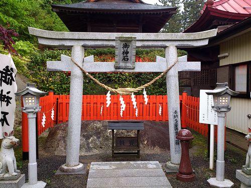 高屋敷稲荷神社9御神石