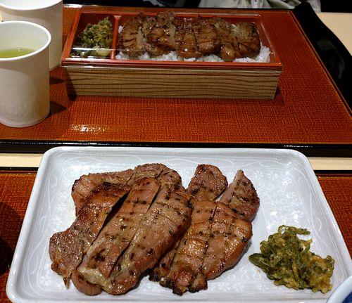 菅生PA杜の牛たん6定食と弁当