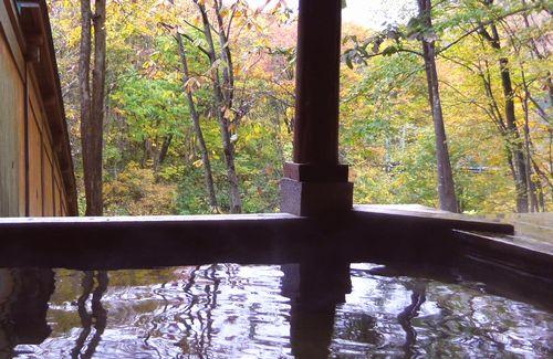 小安峡温泉とことん山露天風呂1浴槽より