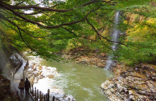小安峡大噴湯6散策路滝