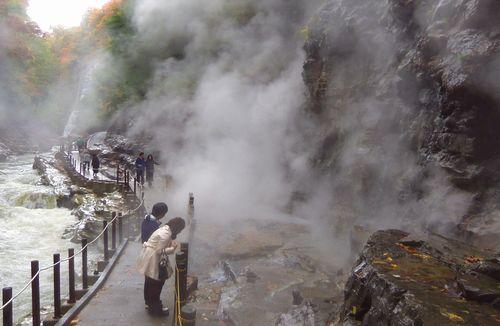 小安峡大噴湯8散策路大噴湯