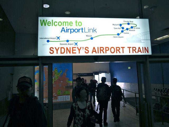 シドニー 空港から電車1