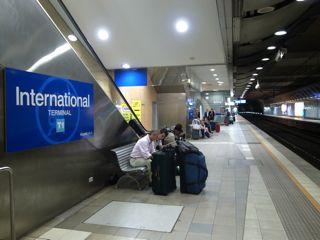 シドニー 空港から電車7