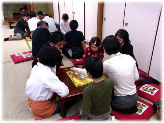 2011年2月親子ゲーム&お寿司会:みんなで遊び中