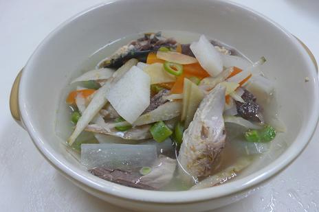 鯖の根菜スープ