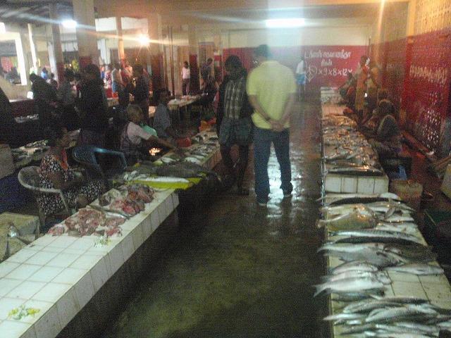 町一番の魚市場