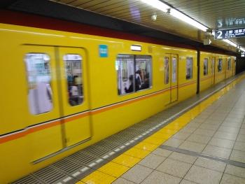 黄色い銀座線に乗りました。