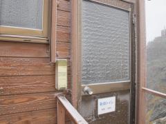 凍りつく扉