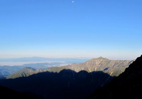 朝陽を浴びる笠ヶ岳