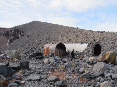 火山シェルター大小
