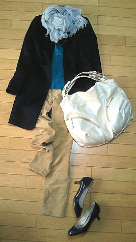 「ユニクロ」のチェスターコートを着ました
