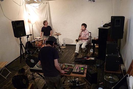 松本健一/Kenichi Matstumoto(sax),Darren Moore(ds),村田直哉/Naoya Murata(turntable)trio