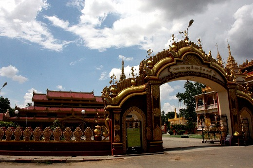 4モンユワ街中にある僧院