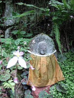 山寺の石仏