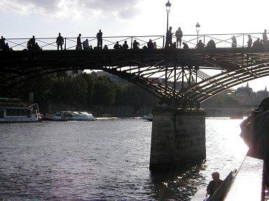 夕暮れ芸術橋(Pont des Arts)のシルエットdownsize