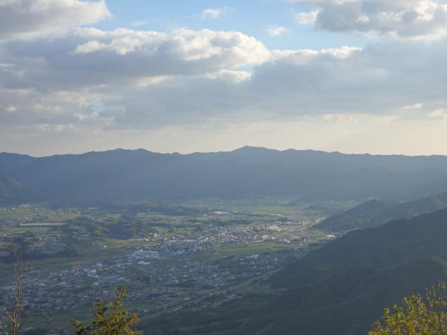 諭鶴羽山を遠望する