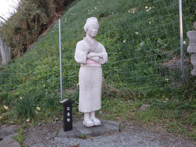 お登勢さんの立像