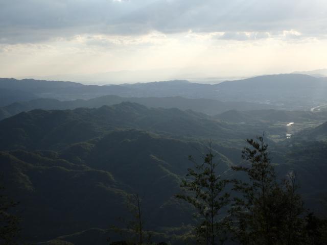三原平野が山の陰に入り、山ばかりが見える