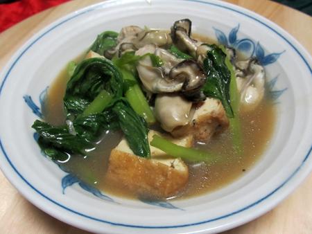 カキと小松菜、厚揚げのオイスター炒め。
