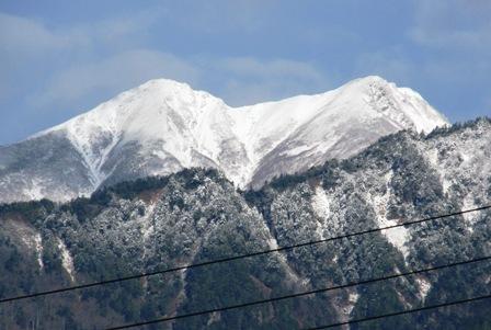 雪化粧する、爺ヶ岳