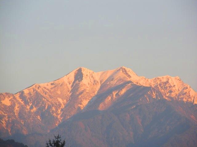 雪かぶる、早朝の北アルプス