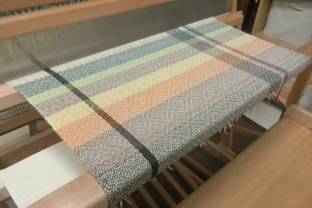 カラフルショール織りはじめ