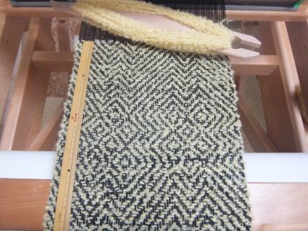 セイタカアワダチソウ染めの緯糸で
