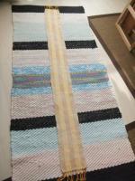 綾線効果のマフラー on 裂き織りマット