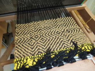 目がおかしくなりそうな、綾織り
