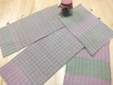 8枚綜絖の綾織りの布、4種