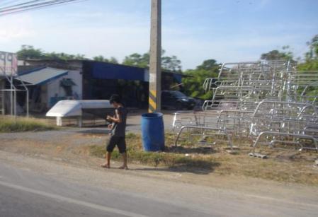 タイにて フレーム工場?