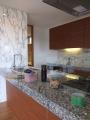 八木山の家キッチン石張り
