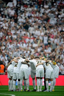 Swansea-huddle-001.jpg