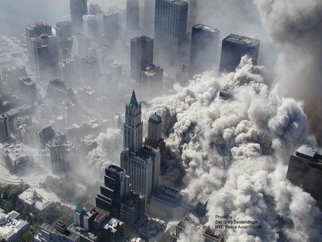 テロ後。煙に包まれるニューヨーク。