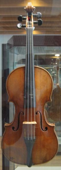 214px-Stradivarius_violin_front.jpg