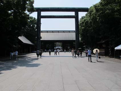 2011年8月13日、午前11時靖国神社01