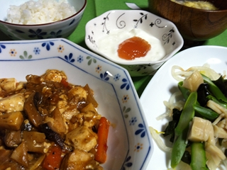 にぎやか麻婆豆腐・サラサラサラダ_R