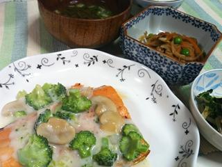 鮭とブロッコリーのクリームソース定食_R