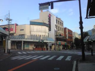 早朝のスクランブル交差点