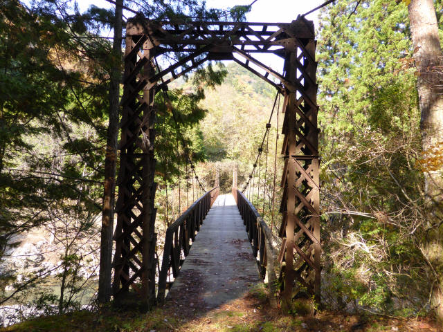 板谷川の吊橋1