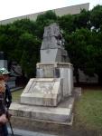 「国威顕彰」の碑