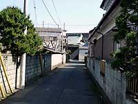 宝蔵寺への小道